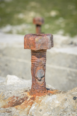 Portland-rusted-bolt-on-WWII-gun-emplacement-on-the-SW-Coast-Path-south-of-Freshwater-Bay-19_04_15