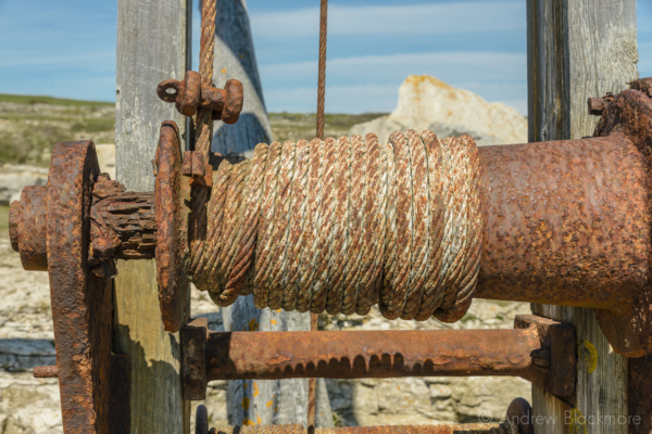 Portland-rusty-winch-on-Sand-Holes-Crane-nr.-Portland-Bill-19_04_15-1