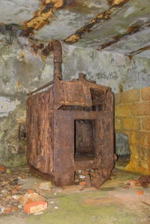 Portland-the-Breakwater-Fort-boiler-room-(south-side)-26_08_16-3