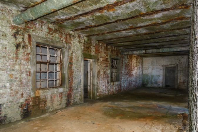 Portland-the-Breakwater-Fort-building-interior-(south-side)-26_08_16-1