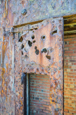 Portland-the-Breakwater-Fort-iron-door-26_08_16-1