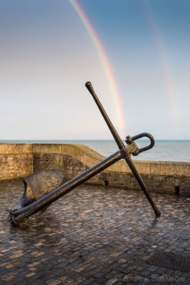 Rainbow-over-the-sea,-with-anchor-at-Cobb-Gate,-Lyme-Regis-22_05_14