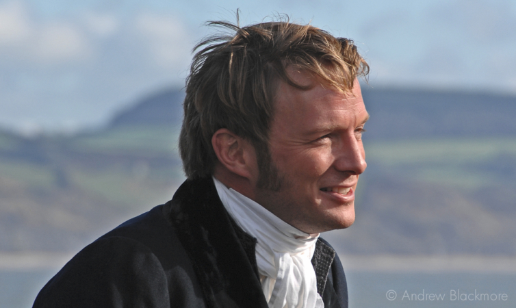 Rupert-Penry-Jones-filming-Jane-Austens-Persuasion-Lyme-Regis-20_10_06-3