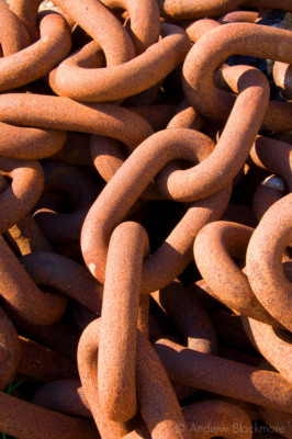 Rusty-chain-Lyme-Regis-harbour-01_05_08