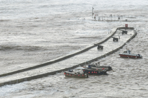 Stormy-sea-and-high-tide-at-North-Wall,-Lyme-Regis-(from-Cobb-Road)-30_12_15-1