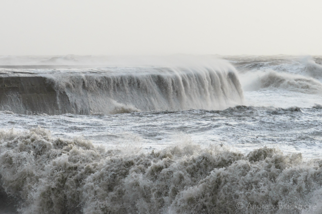 Stormy-sea-at-The-Cobb,-Lyme-Regis-30_12_15-08