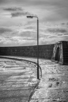 The-Cobb-Gin-Shop-steps-and-lamp-on-a-Winters-day,-Lyme-Regis-31_01_15