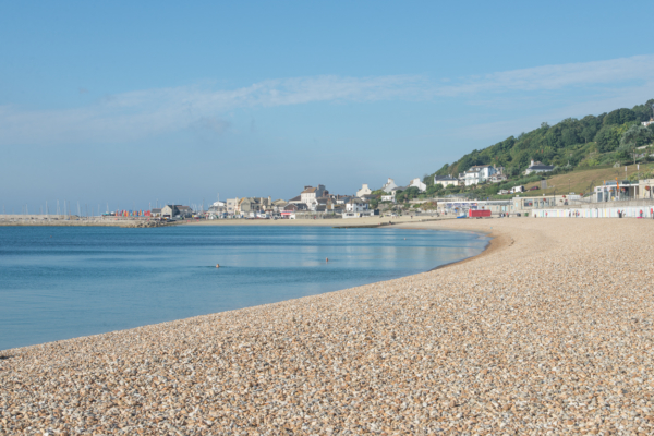 The-seafront-(early-morning)-from-Cobb-Gate-Beach,-Lyme-Regis-05_09_13
