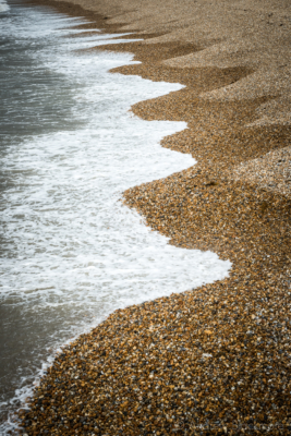 The-shoreline-on-Cobb-Gate-Beach,-Lyme-Regis-29_07_13