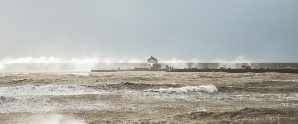 Waves-breaking-against-the-Cobb,-Lyme-Regis-22_11_12-5-(pan)