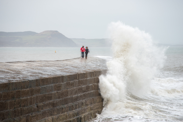 Waves-breaking-on-The-Cobb,-Lyme-Regis-23_12_12-4