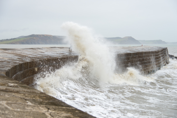 Waves-breaking-on-The-Cobb,-Lyme-Regis-23_12_12-5