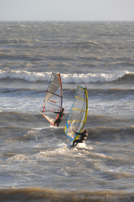 Windsurfers-off-Cobb-Gate-Beach,-Lyme-Regis-23_11_06