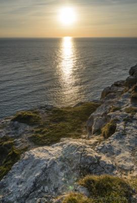 Portland-low-sun-from-West-Weare-cliffs-22_03_15-1