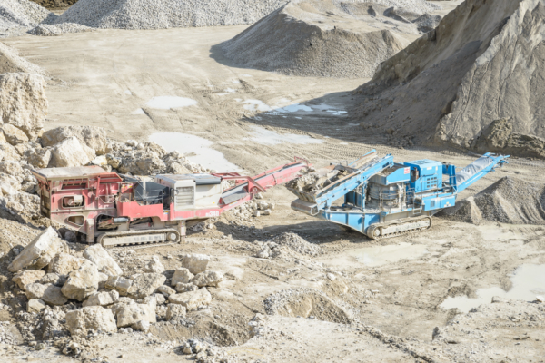 Portland-machinery-in-Admiralty-Quarry-10_05_15-3