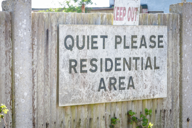 Portland-quiet-sign-at-the-prison-officers-buildings-at-The-Verne-31_05_15