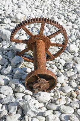 Portland-rusted-winch-cogs-in-Church-Ope-Cove-22_03_15