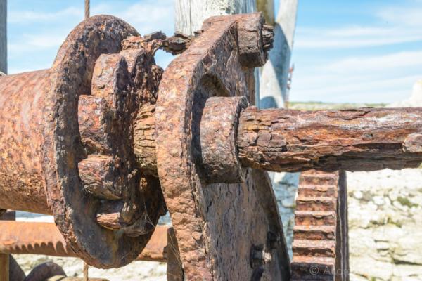 Portland-rusty-winch-on-Sand-Holes-Crane-nr.-Portland-Bill-19_04_15-2