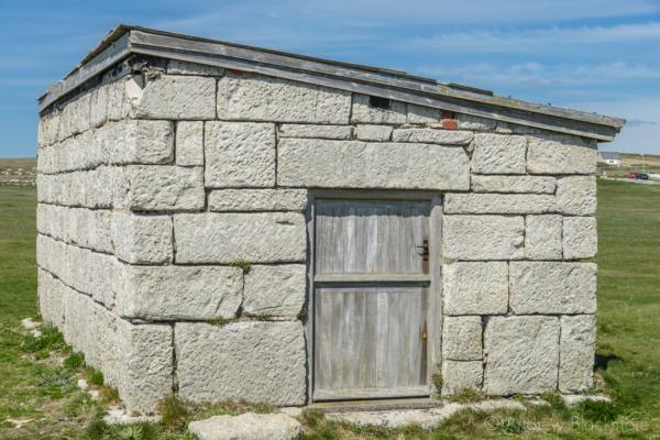 Portland-stone-hut-on-Portland-Bill-19_04_15