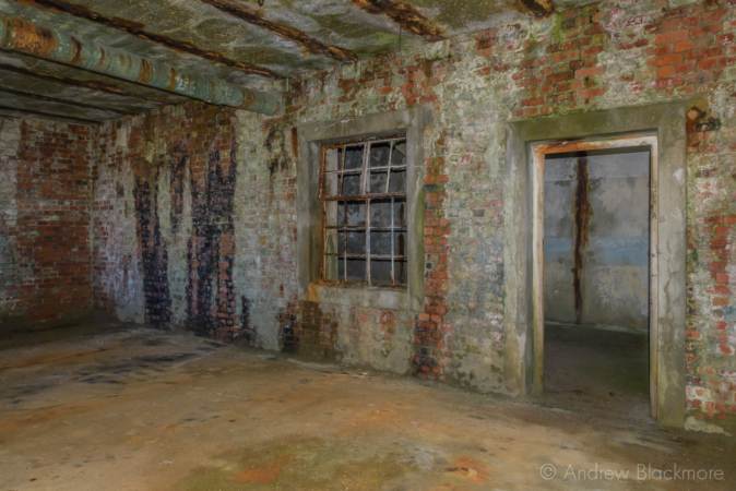 Portland-the-Breakwater-Fort-building-interior-(south-side)-26_08_16-2