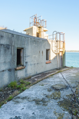 Portland-the-Breakwater-Fort-building-with-lookout-26_08_16-1