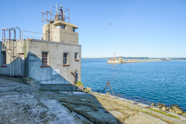 Portland-the-Breakwater-Fort-building-with-lookout-and-lighthouse-beyond-26_08_16