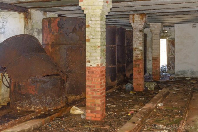 Portland-the-Breakwater-Fort-collapsed-fuel-cylinder-(south-side)-26_08_16-2