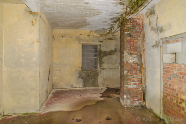 Portland-the-Breakwater-Fort-interior-of-building-with-lookout-26_08_16