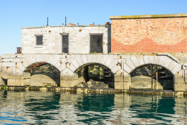 Portland-the-Breakwater-Fort-quayside-arches-and-buildings-26_08_16-1