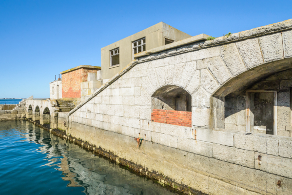 Portland-the-Breakwater-Fort-quayside-arches-and-buildings-26_08_16-3