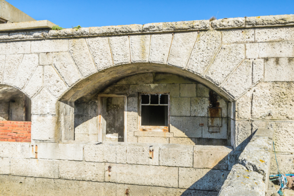 Portland-the-Breakwater-Fort-quayside-arches-and-buildings-26_08_16-4
