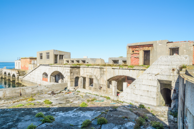 Portland-the-Breakwater-Fort-quayside-arches-and-buildings-from-upper-level-26_08_16-1
