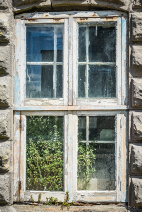 Portland-window-in-derelict-prison-officers-buildings-at-The-Verne-06_07_14-1