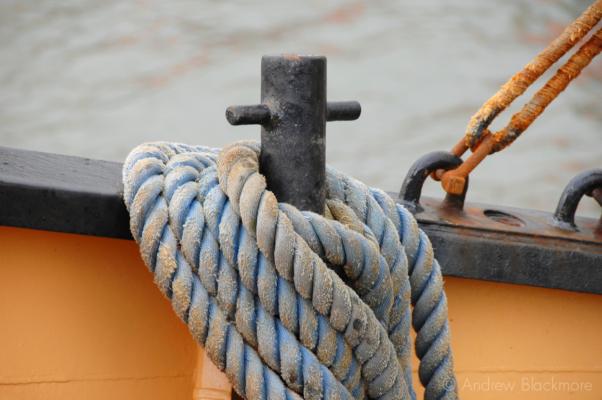 Rope-on-fishing-boat-(E68-Sea-Seeker)-Lyme-Regis-harbour-16_10_06