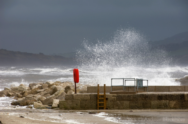 Sea-spray-and-stormy-sea-North-Wall,-Lyme-Regis-harbour-05_09_08