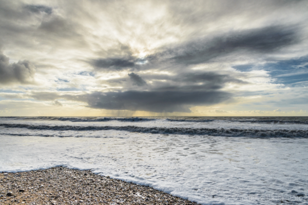 Stormclouds-and-rolling-waves-from-Charmouth-beach-29_12_15-2