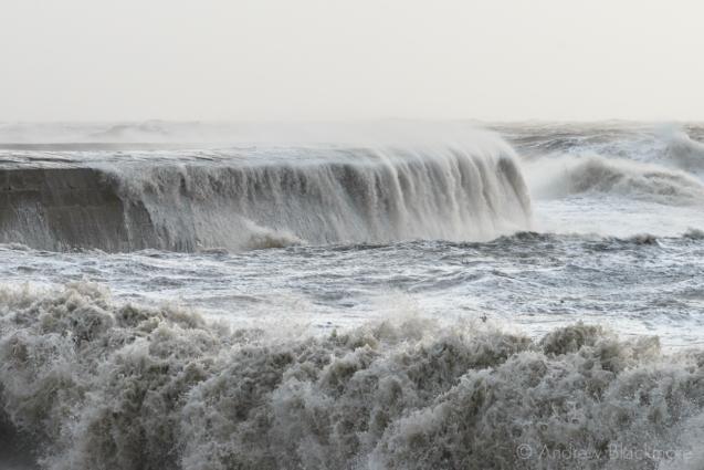 Stormy-sea-at-The-Cobb,-Lyme-Regis-30_12_15-08