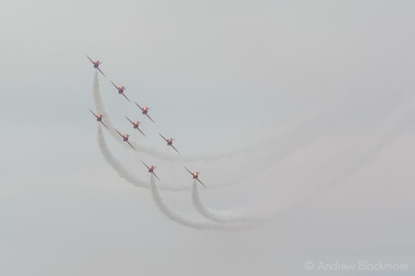 The-Red-Arrows-over-Lyme-Regis,-Dorset-21_07_16-10