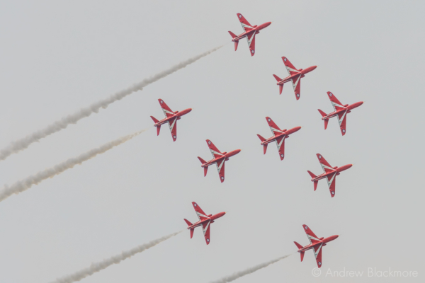 The-Red-Arrows-over-Lyme-Regis,-Dorset-21_07_16-12