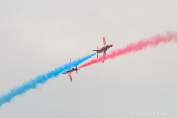 The-Red-Arrows-over-Lyme-Regis,-Dorset-21_07_16-16