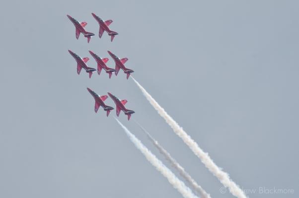 The-Red-Arrows-over-Lyme-Regis,-Dorset-29_07_12-39-alt