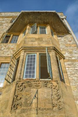 The-facade-of-The-Sundial,-Lyme-Regis-22_11_15