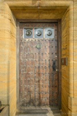 The-front-door-of-The-Sundial,-Lyme-Regis-12_03_16