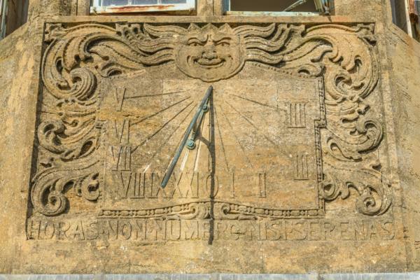 The-sundial-on-The-Sundial,-Lyme-Regis-22_11_15