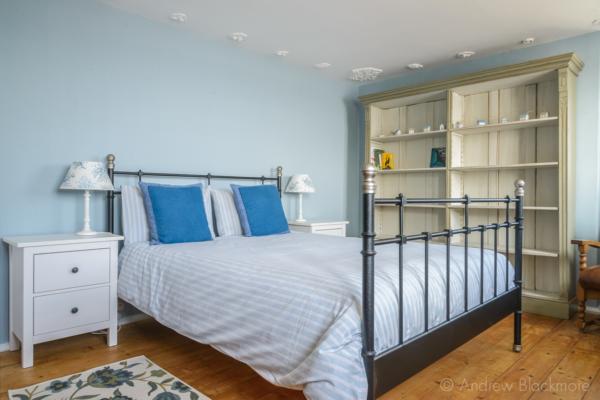 Top-floor-bedroom-in-The-Sundial,-Lyme-Regis-13_03_16-3