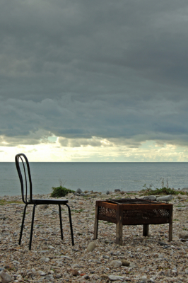 Winter-Barbecue-on-Monmouth-Beach,-Lyme-Regis-17_11_04