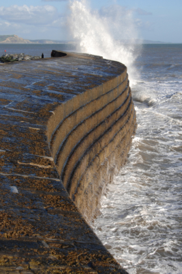 The-Cobb-and-breaking-wave,-Lyme-Regis-01_03_07